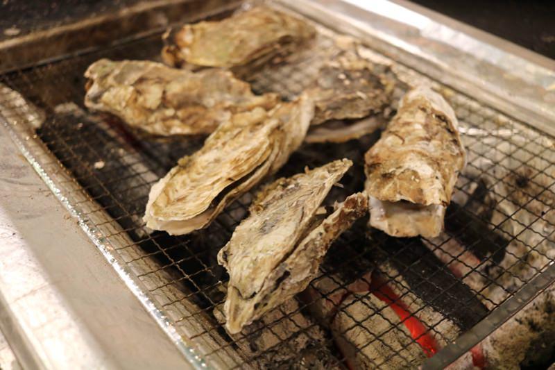 炭火で焼く牡蠣は美味しい!
